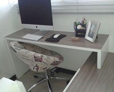 Nuestras bibliotecas y/o escritorios son fabricados a medida, de acuerdo al espacio que tenga disponible para instalarle