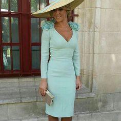 I love this classy mint dress Vestidos Vintage, Vintage Dresses, Classy Outfits, Cool Outfits, Derby Outfits, Royal Clothing, Mint Dress, Races Fashion, Modest Fashion