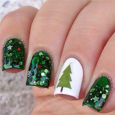29 Festive Christmas Nail Art Ideas - Nails Art - Best Nail World Holiday Nail Art, Christmas Nail Art Designs, Xmas Nails, Christmas Nails, Christmas Tree, Simple Christmas, Make Up Gold, Gel Nagel Design, Pedicure Designs
