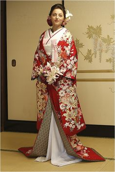 Traditional Kimono, Traditional Fashion, Traditional Dresses, Japanese Outfits, Japanese Fashion, Kabuki Costume, Asian Inspired Wedding, Traditional Wedding Attire, Wedding Kimono