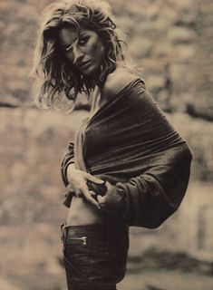 Gisele Bündchen by Paolo Roversi.   What an exceptional shot!!! maybe happenstance?  maybe not.