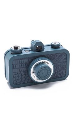 How cool is this Lomography La Sardina Sapphire Serpent Camera? Lomo Camera, Camera Gear, Camera Tips, Old Cameras, Vintage Cameras, Photography Camera, Love Photography, Old Fashioned Camera, Photo Deco