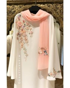 Abaya Style 560768591099833133 - Image may contain: people standing Source by rushdaz Pakistani Fashion Casual, Pakistani Dresses Casual, Pakistani Dress Design, Abaya Fashion, Muslim Fashion, Indian Fashion, Style Fashion, Designer Party Wear Dresses, Kurti Designs Party Wear