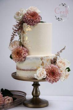 Buttercream wedding cake with gold leaf and fresh flowers - Hochzeitstorte - Wedding Cakes Autumn Wedding Cakes, Big Wedding Cakes, Wedding Cake Prices, Floral Wedding Cakes, Wedding Cake Rustic, Rustic Cake, Wedding Cakes With Flowers, Floral Cake, Beautiful Wedding Cakes