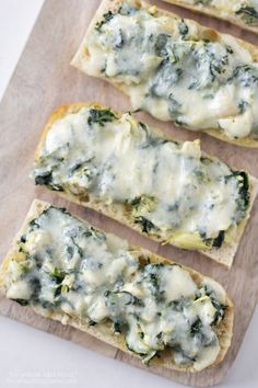 Spinach Artichoke French Bread Pizza Recipe on iheartnaptime.com -yum!