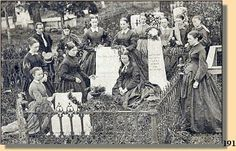 women mourning at Stonewall Jackson's grave