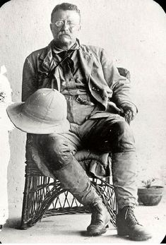 "Theodore ""Teddy"" Roosevelt African Safari & Scientific Expedition (April 1909 to March [IMG] Theodore Roosevelt in Africa. American Presidents, Us Presidents, Us History, American History, Old Photos, Vintage Photos, Theodore Roosevelt, Roosevelt Family, President Roosevelt"