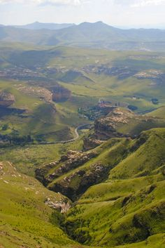Visiting South Africa with limited time to see everything? Here are a couple of awesome short treks in South Africa that are sure to wow you with beauty. South Africa Tours, Visit South Africa, Solo Travel, Travel Plan, Travel Tips, Safari, Cultural Experience, Mountain Landscape, Africa Travel