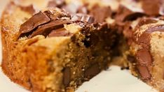 Make your own choc-hazelnut spread and use it in this sweet pizza. Cake Boss Recipes, Brownie Recipes, Cheesecake Recipes, Cookie Recipes, Dessert Recipes, Desserts With Biscuits, Cookies Et Biscuits, Chocolate Chunk Cookies, Chocolate Desserts