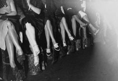 Contest best feet and legs. French National Library - Public Domain.