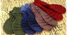 """Lupasin laittaa ohjetta näihin """"junatumppuihin"""" Junasukkien seuraksi teen useimmiten myös pienet tumput. Näitä ohjeita on olema... Baby Knitting Patterns, Fingerless Gloves, Arm Warmers, Knitwear, Knit Crochet, Socks, Diy Crafts, Accessories, Babys"""