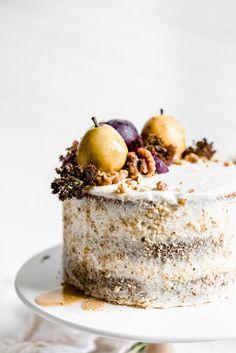 Maple Walnut Cake with Maple Frosting Oh you guyyyyys. This cake. You may have seen maple walnut ice cream, maple walnut cookies, or maple walnut… walnuts. But have you ever seen a maple walnut cake? Food Cakes, Cupcake Cakes, Cupcakes, Just Desserts, Dessert Recipes, Keto Desserts, Breakfast Recipes, Nake Cake, Broma Bakery
