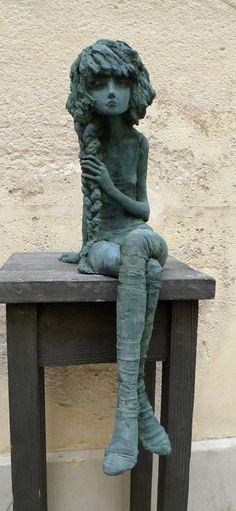 Valérie Hadida Diplôme de l'Ecole d'arts plastiques et publicité de la ville de Paris (EMSAT). Trav...