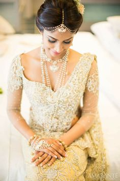 Like how this bride has a modern touch to her hair without all the accessories yet doesn't deviate much from traditional kandyan.
