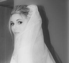 fotografa de casamento, wedding, photographerwedding, olhar de noiva, noiva se arrumando, making of véu de noiva