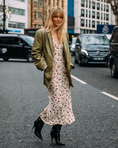 and olives. Danish Street Style, Street Style Chic, Spring Street Style, Look Fashion, Daily Fashion, Fashion Outfits, Fashion Weeks, Milan Fashion, Winter Fashion