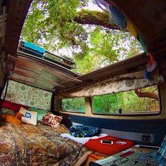 Open top: Perfect for tree and star watching Surf Bus Baby in a Hammock Van Life - Creative Vans Bus Life, Camper Life, Diy Camper, T3 Vw, Volkswagen Bus, Kangoo Camper, Mercedes Sprinter Camper, Van Dwelling, Kombi Home