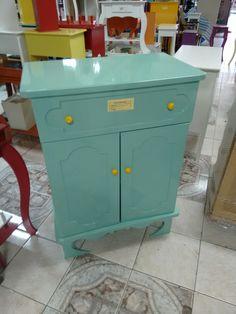 Sapateira ou mini armário laqueado verde tiffanu