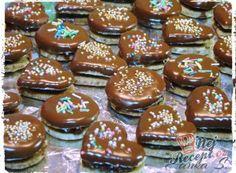 Recept Oříškovo-čokoládová kolečka a srdíčka Gingerbread Cookies, Christmas Cookies, Party Food Buffet, Rum, Muffin, Food And Drink, Pudding, Sweets, Baking