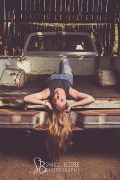 Callie Corum, Knoxville senior portraits photos, Berean Christian senior, shanell bledsoe photography, casual outdoor, farm, old pickup truck