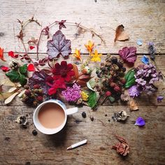 Coffee and flowers flat lay photography Coffee Is Life, I Love Coffee, Coffee Break, My Coffee, Morning Coffee, Coffee Cafe, Coffee Shop, Coffee Lovers, Love Cafe
