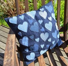 Diy Jeans, Recycle Jeans, Jean Crafts, Denim Crafts, Blue Jean Quilts, Sewing Crafts, Sewing Projects, Applique Pillows, Mode Jeans