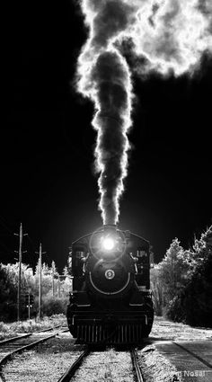 Incredible black-and-white steam locomotive photo Night Circus, Old Trains, Steam Engine, Train Tracks, Black And White Pictures, Belle Photo, Great Photos, Black And White Photography, Scenery