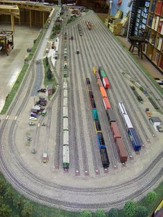 Track Layout Ideas for Your Model Train N Scale Train Layout, Ho Train Layouts, Train Ho, Escala Ho, N Scale Model Trains, Model Railway Track Plans, Ho Trains, Planer, Ho Scale