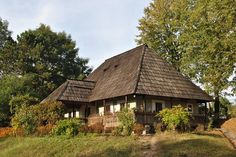 """Traditional houses in rural Romania (case traditionale romanesti) *** Upon arriving in her new home country in the young wife of Prince Carl of Romania noticed in her writings: """"Every R… Magical Home, Rural House, Medieval Houses, Concept Home, Wooden House, Modern Landscaping, Traditional House, Old Houses, New Homes"""