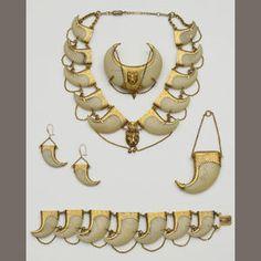 Tiger's Claw Suite Victorian Bonham's Nail Jewelry, Jewellery Uk, Fashion Jewelry, Gold Jewelry, Victorian Jewelry, Antique Jewelry, Vintage Jewelry, Garra, Tiger Nails