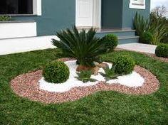 Resultado de imagem para jardins de casas residenciais com pedras