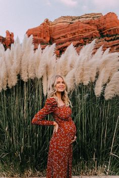 Fall in Sedona - Barefoot Blonde by Amber Fillerup Clark - Trend Maternity Style 2020 Cute Maternity Outfits, Stylish Maternity, Maternity Pictures, Maternity Wear, Maternity Fashion, Pregnancy Fashion, Fall Maternity Photos, Maternity Styles, Maternity Dresses