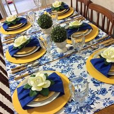 Blue Table Settings, Place Settings, Dining Room Paint, Brunch Table, Banquet Tables, Table Set Up, Elegant Dining, Table Arrangements, Dinning Table