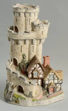 Castle Cottage of Warwick : David Winter Carnival Premier Castles Cardboard Box Crafts, Cardboard Castle, History Medieval, Medieval Times, Ancient History, Ancient Aliens, Ancient Egypt, Fairy Houses, Doll Houses