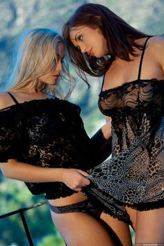 lesbiansilk:  Michaela & Veronica Ricci  source