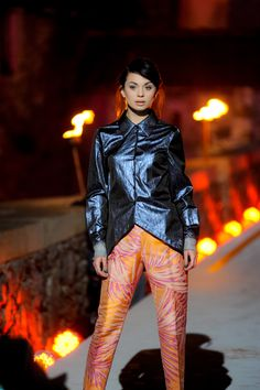 pokaz mody na głównym moście przed zamkiem Czocha