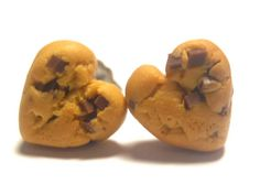 Heart Cookie stud earrings Chocolate chip by YumFoodJewelry