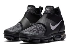 With the advent of Vapormax running the show on the Air Max front for a while, Nike is beginning to show us the possibilities are not only endless, but that they've barely even scratched the surface. We've seen variations of … Continue reading → Nike Shoes, Nike Sneakers, Nike Basketball Shoes, Shoes Men, Nike Free Shoes, Nike Running, Running Shoes, Sneaker Boots, Sneaker Bar