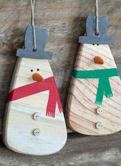 Decoration of - Wood Decora la Maison Wooden Christmas Crafts, Wooden Christmas Decorations, Wood Ornaments, Wooden Crafts, Xmas Ornaments, Rustic Christmas, Christmas Projects, Holiday Crafts, Christmas Diy