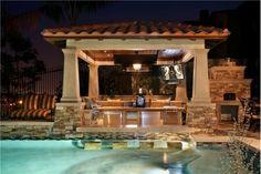 Luxury Outdoor Kitchen - Home and Garden Design Ideas