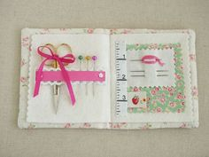 everything but the kitchensink - Pretty by Hand ... Lovely needle book