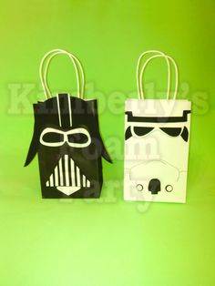 These 10 Star Wars party bags are perfect for your party, all the cut outs are made 100% foam and glued to a paper bag, all the cut outs are