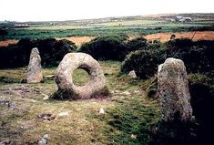 Men-an-tol, Cornwall. These standing stones are out of the way and totally wort. Men-an-tol, Cornwall. These standing stones are out of the way and totally worth finding. Legend has it that crawling Ancient Ruins, Ancient History, Land Art, Cairns, Hag Stones, Holidays In Cornwall, Ancient Architecture, Ancient Buildings, Stonehenge