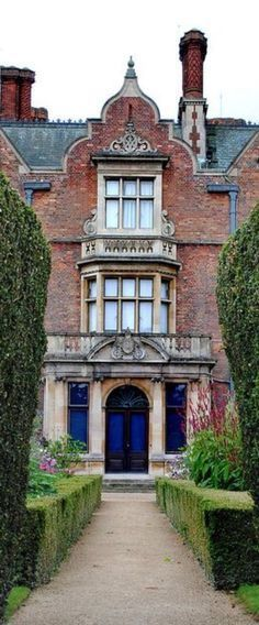 ℳiss Cecilia Manchester's Country Manor House ♞ Poppy Pea English Country Manor, English Countryside, Downton Abbey, Palaces, Isabel Ii, Country Estate, Town And Country, Architecture Details, Tudor Architecture