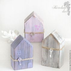 Interior houses made of wood. Scrap Wood Crafts, Wood Block Crafts, Wood Blocks, Small Wood Projects, Scrap Wood Projects, Craft Projects, Wooden Cottage, Wooden Houses, Home Crafts