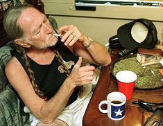 Willie Nelson Smoking The Green :D