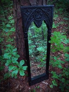 Gothic House, Victorian Gothic, Die Renaissance, Garden Mirrors, Gothic Garden, Gothic Home Decor, Gothic Interior, Gothic Architecture, Oeuvre D'art