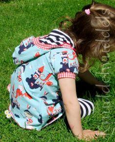 Rosita, ShirtSchnitt von Bienvenido colorido, ab dem 5.6. bei Farbenmix.de Vera Bradley Backpack, Bunt, Backpacks, Fashion, Sewing For Kids, Taschen, Moda, Fashion Styles, Fasion