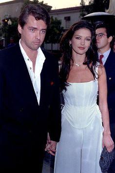 Catherine Zeta-Jones et Angus Macfadyen en 1995 - Catherine Zeta-Jones, la femme fatale rangée - L'EXPRESS
