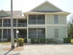 Charming Condo. Short Walk to Very Private Stretch of Beach.
